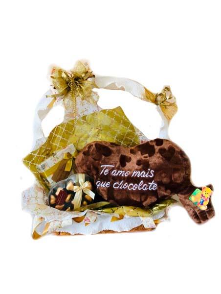 Cesta de chocolate pelucia coração